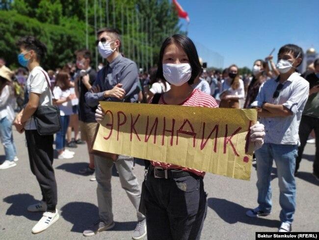 Участница акции #Rеакция 3.0. Бишкек, 29 июня 2020 года.