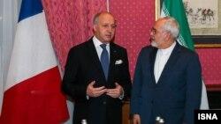 لوران فابیوس (چپ) در کنار محمدجواد ظریف