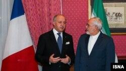 وزير خارجية فرنسا لورون فابيوس مع نظيره الايراني محمد جواد ظريف