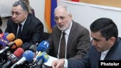 Руководящие члены АРФД представляют на пресс-конференции пропорциональный список партии, Ереван, 2012 г.