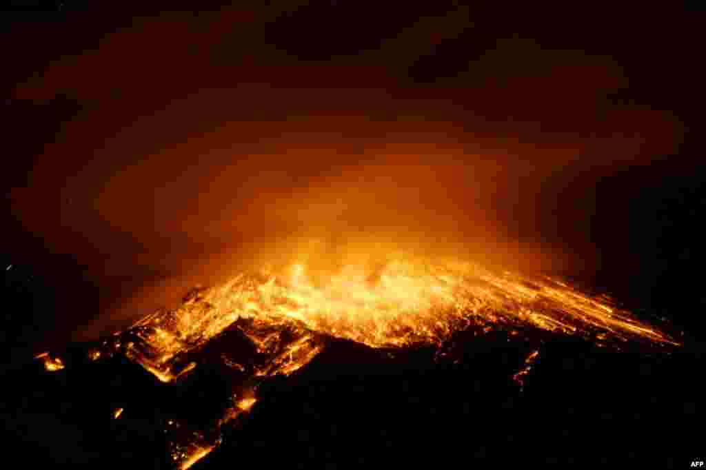 Выгляд на вывяржэньне вулькана Тунгурауа ў Эквадоры.