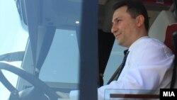 """Архивска фотографија: Премиерот Никола Груевски на почетокот на изградбата на фабрика за автобуси од белгиската компанија """"Ван Хол""""."""