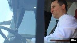 """Архивска фотографија: Премиерот Никола Груевски присуствуваше на почетокот на изградбата на фабрика за автобуси """"Ван Хол""""."""