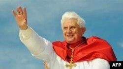 Папа Римский приехал в Австралию не для того, чтобы метать громы и молнии: три дня он отдыхал, музицировал, размышлял и молился