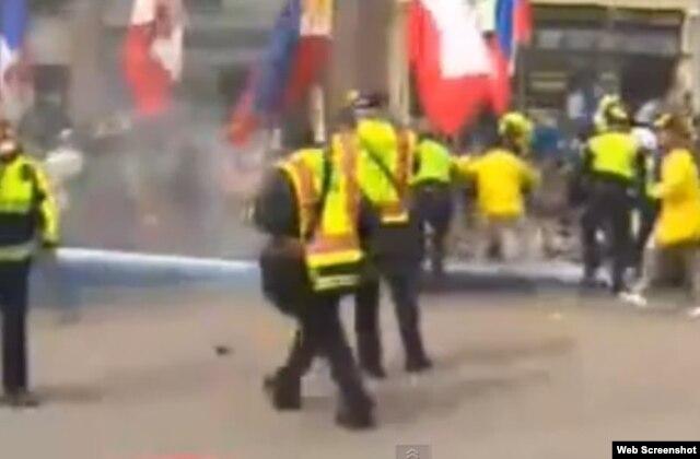 Несколько секунд спустя после взрывов
