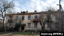 Аварийный дом по адресу: улица Багрия, 63