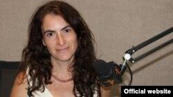 Olga Ștefan, curatoarea proiectului, în studioul Europei Libere la Chișinău