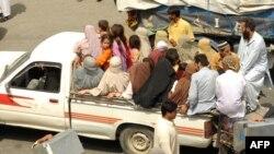 Пакистан -- Жергиликтүү тургундар коогалаң аймактардан жер которуп кетип жатышат.