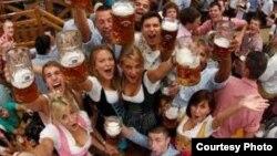Arxiv foto: Münhendə pivə festivalı.