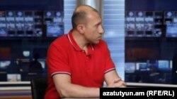 Վերլուծաբան Հակոբ Բադալյանը հարցազրույց է տալիս «Ազատությանը», արխիվ