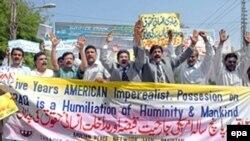 Всегда и везде общественная инициатива является основой гражданского общества. Демонстрация в Пакистане против интервенции США в Ираке