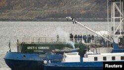 Cудно Greenpeace – Arctic Sunrise, задержанное российскими пограничниками