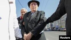 Румыния. Ион Фичиор, арестовывается полицией в Бухаресте, 29 марта 2017 года