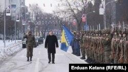 Ja sam odlučio, a ne oni, da hoću da imam počasnu jedinicu: Mladen Ivanić sa počasnom gardom