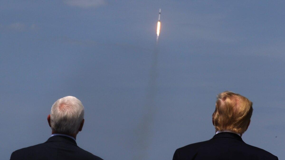 США: пилотируемый рейс космического корабля компании SpaceX успешно стартовал