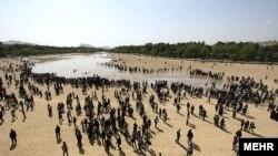 جاری شدن آب در زاینده رود خشک
