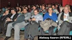 На переднем плане - приехавшие из Ирана кинематографисты. Алматы, 21 октября 2014 года.