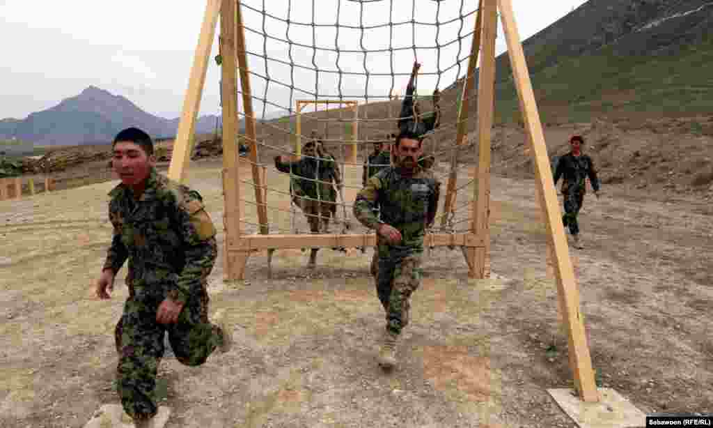 Afghan National Army soldiers take part in a military exercise in Kabul. (RFE/RL / Sabawoon)