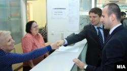 Архивска фотографија: Министерот за информатичко општество и администрација Иво Ивановски во посета на администрацијата.