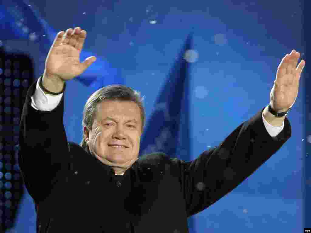Welcoming his supporters during a rally at St. Sophia Square in Kyiv in 2007.