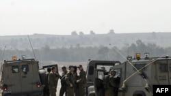 Солдаты армии Израиля готовятся к патрулированию границы с сектором Газа