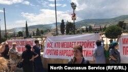 Дербентцы вышли на акцию протеста