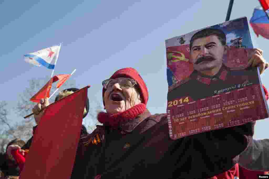 Жители Севастополя радуются подписанию соглашения о присоединении Крыма к России