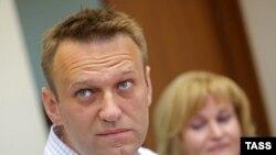 Оппозиционер Алексей Навальный и его адвокат Ольга Михайлова