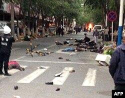 После взрыва на улице в городе Урумчи. 22 мая 2014 года.