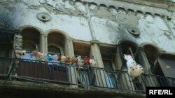 Быт многих беженцев из Абхазии в течение 17 лет был связан с гостиницей «Рустави». Теперь семьи вынужденных переселенцев получили отремонтированные квартиры в местном медгородке