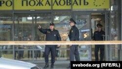 Поліція працює в торговельному центрі «Європа» в Мінську після вбивства, 8 жовтня 2016 року