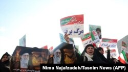 Protesti Iranaca na obje strane