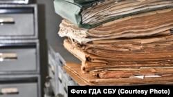 Противники нововведень вважають, що нові вимоги роботи з документами НАФ підживлюватимуть корупцію в українських архівах
