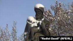 Муҷассамаи Абӯалӣ ибни Сино дар шаҳри Душанбе