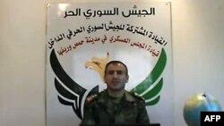 Відеокадр: речник Вільної сирійської армії полковник Касем Саадеддін зачитує ультиматум повстанців, 31 травня 2012 року
