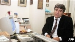 "Turkey -- Dink, Hrant, a Turkish-Armenian journalist at his office in Istanbul, after an Istanbul court on Friday sentenced him to a six-month suspended sentence for ""insult to the Turkish national identity"", 7 Oct. 2006"