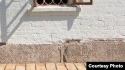 Успен чиркәве нигезендәге гарәп язулы кабер ташлары реставрациягә кадәр