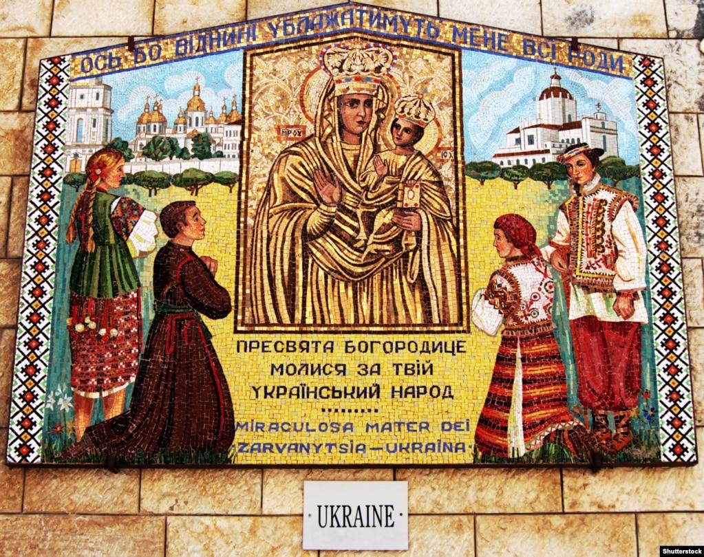 Мозаїка у дворі храму Базиліки Благовіщення в Назареті (Ізраїль)