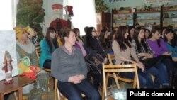 Удмурт филологиясе факультеты студентлары китапханәдә чарада