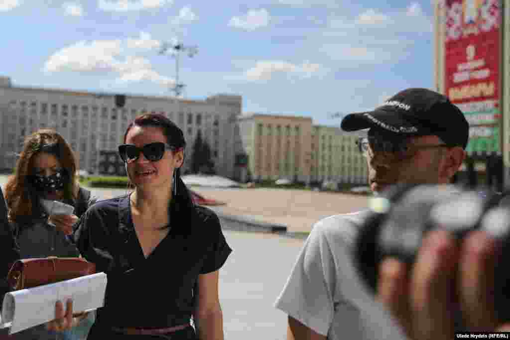 Сьвятлана Ціханоўская заявіла журналістам, што працягвае ўдзел у выбарчай кампаніі толькі дзеля мужа і«людзей, якія заім пайшлі»