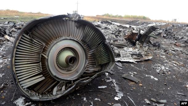 Уламки літака рейсу MH17 біля селища Грабове на Донеччині. Вересень 2014 року