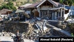 Разрушения от землетрясения на острове Ломбок, Индонезия