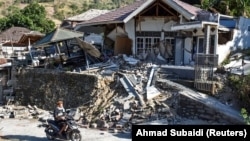 Pamje pas tërmetit në Indonezi.