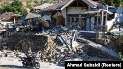 Пошкоджений землетрусом будинок у Пеменангу на острові Ломбок в Індонезії, 6 серпня 2018 року