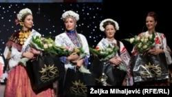 Ivona Pandžić, najljepša Cindy Šoštarić, Sabina Bojanić i Fanni Bubreg, pobjednice Izbora najljepše Hrvatice u narodnoj nošnji izvan Republike Hrvatske