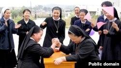 Католические монахини в Китае на спортивном празднике