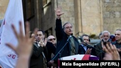 Выйти из политического кризиса правовым путем – с таким предложением к властям обратился с трибуны сегодняшней акции Григол Вашадзе