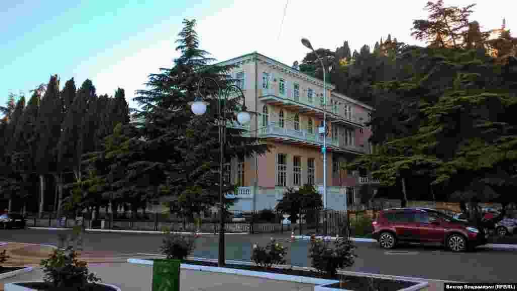 В Профессорском уголке находятся музеи писателей Сергеева-Ценского, Шмелева и художника Бекетова