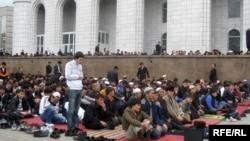 Алматыдағы орталық мешіт. Алматы, 27 наурыз 2009 жыл. (Көрнекі сурет)