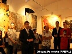 Виступає посол України в Чехії Євген Перебийніс